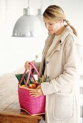 Треть украинцев экономят на продуктах