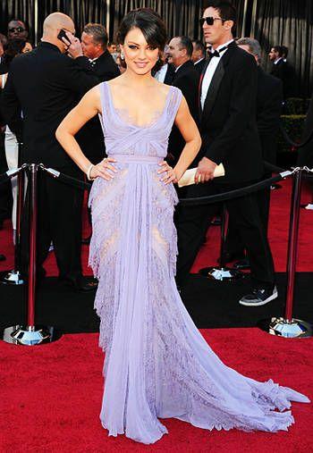 Мила Кунис, платье