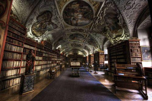 2. Библиотека монастыря в Страхове, Чехия.