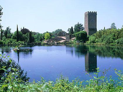 Сад Нинфа, Италия