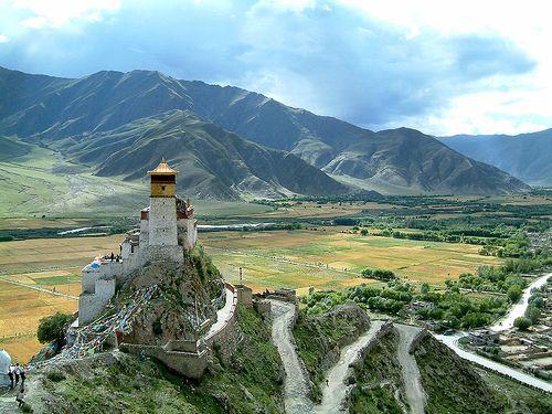 Юмбулаганг, Тибет
