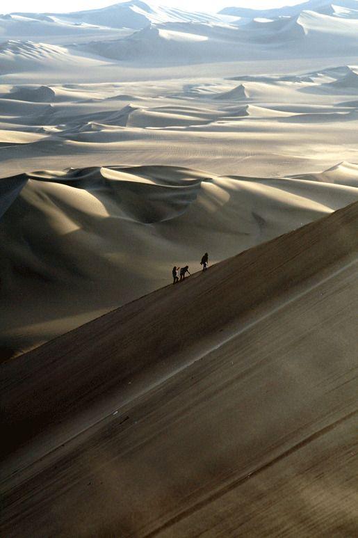 На дюнах выше оазиса Хуакачина, Перу
