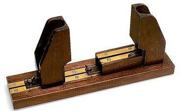 Пристрій для розтягування пальців піаністів
