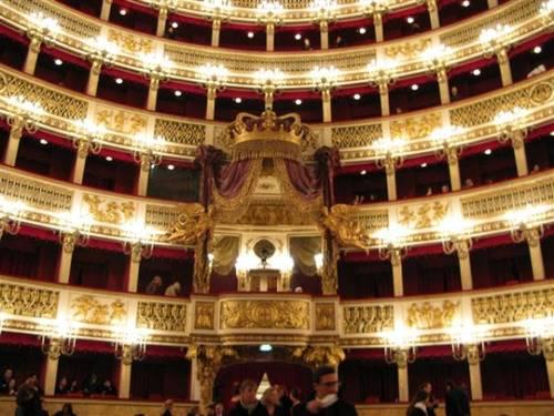 Королевский театр в Неаполе или театр Сан-Карло