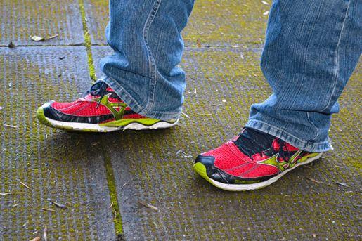 Ношение беговых кроссовок за пределами спортзала