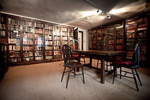 Библиотека Диккенса