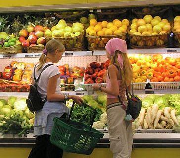 Покупці у супермаркеті