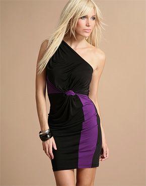 Сукня з оголеним плечем