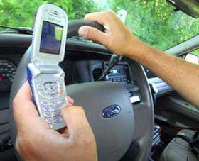 Країни, де заборонено користуватись телефоном за кермом