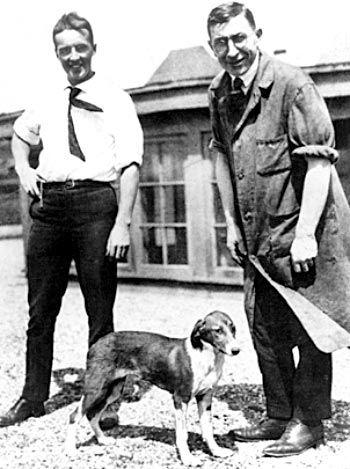 Фредерік Бантінг (праворуч) та Чарльз Бест (ліворуч)