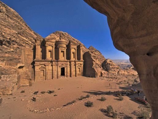 Часть Всемирного наследия ЮНЕСКО - Петра, Вади Муса, Иордания